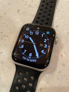 Apple Watch Series 4 GPS 44mm Silver Aluminium With Black Sport Strap MU6C2B/A