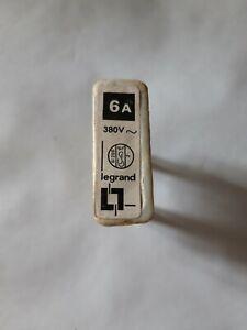 1 Fusible porcelaine 6 ampères Legrand  entraxe broches  2 cm 220 v 380 volt