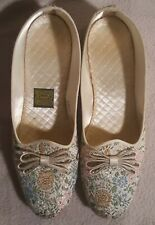 Vintage Daniel Green Comfy Floral Slippers Champagne Lotus Ivory Size 8A Narrow