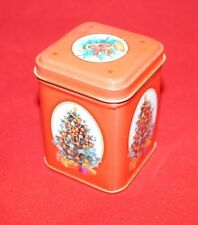 Contenitori e scatole rossi in metallo per la casa