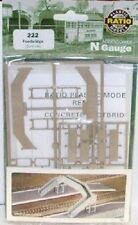 Ratio 222 Concrete Footbridge. (Plastic Kit) N Gauge Railway Model