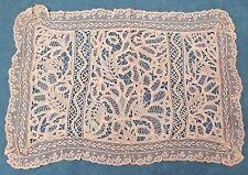 Napperon ancien réalisé en dentelles variées 49 x 34 cm