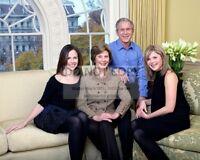 GEORGE W. BUSH FAMILY PORTRAIT w/ LAURA, BARBARA & JENNA - 8X10 PHOTO (BB-948)