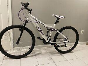"🔥🔥Mongoose 26"" Ledge 2.1 Women's Mountain Bike 21 Speed White Purple🔥🔥"