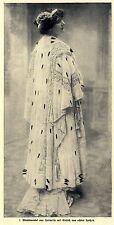Modephotographie Abendmantel aus Hermelin 1908