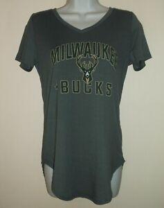 *NWT* NBA Milwaukee Bucks Women's V-Neck Tee S