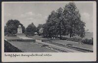 KÖN 36997) AK Deutsch-Eylau Kriegerdenkmal mit See 1944 Iława