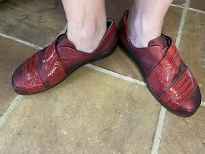 Gorgeous NAOT of Israel EU 40 AU 9 Red Leather Comfy Work Shoes BEAUTIFUL!