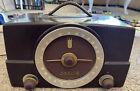 VINTAGE 1950's ZENITH H725 BAKELITE TABLE TOP AM/FM TUBE RADIO