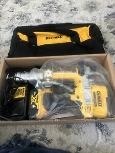 DEWALT DCGG571B 20V MAX Li-Ion Grease Gun Includes 4ah Battery And Charger