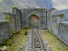 N GAUGE SINGLE TRACK TUNNEL ENTRANCE RETAINING WALLS SET OT THREE (STONE)....