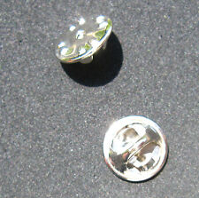 25 silberne Butterfly Clip Pin Verschlüsse für Anstecker Badge NEU (A3.1)