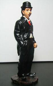 cg3300020  Charlie Chaplin stehend Hand in Hosentasche 23 cm Dekofigur Artist
