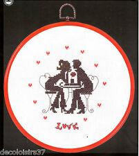 Kit/Point de Croix Compté/Kit de Broderie/Couple/Amour/Duo autour d'une table