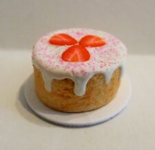 DOLLS HOUSE MINIATURE FOOD * WHITE FROSTED STRAWBERRY CAKE PLATE * COMBINED P+P