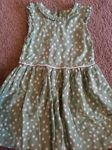GIRLS SIZE 2-3 YEARS GREEN AND WHITE SPOTTY DETAIL DRESS