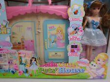 Lelia tragbares Puppehaus Tierhaus Spielset Geschenk ab 3 Jahre mit Puppe