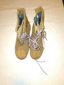 Gore-Tex Army Combat Boots, size 5W. TAN , New.