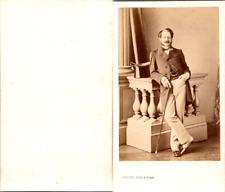 Levitsky, Paris, Homme très dandy en pose avec une canne Vintage CDV albumen car