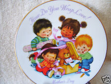 "1992 Avon ""How Do You Wrap Love!"" Mothers Day 5 "" Plate"