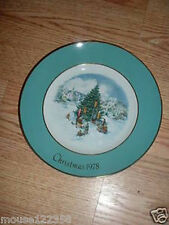 Wedgewood Avon 1978 Christmas Plate  Trimming the Tree