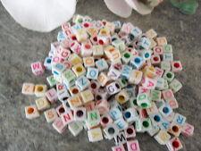 (8) 250 Perlen Kunststoff 6 x 6 mm Buchstaben ABC Würfel creme weiss bunt Kette