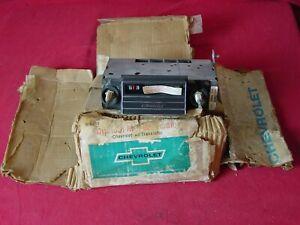 NOS 1965 CHEVROLET CAPRICE IMPALA BELAIR AM RADIO DELCO GM 986096 BRAND NEW!!!!