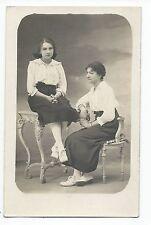 BM664 Carte Photo vintage card RPPC Femme assis sur chaise et table mode fashion