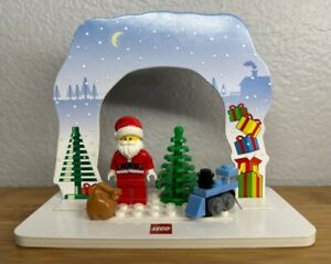 NEW! LEGO Minifigure SANTA CLAUS Holiday Christmas Accessories & Stand!