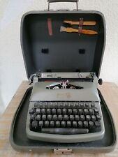 Alte Schreibmaschine von Rheinmetall Modell S 09/2552 im Koffer Fundzustand gebr