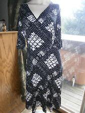 Women's Size XL Black White Flattering Jersey Stretch Dress Belted V Neck CUTE