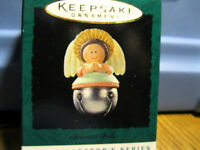 1995 Hallmark Miniature Mini ANGEL BELL - #1 IN THE SERIES CHRISTMAS BELLS