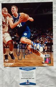 Dirk Nowitzki signed 8x10 Dallas Mavericks basketball photo Beckett BAS