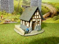 Kleine Blockstelle Stellwerk mit Figur und Ausstattung BELEUCHTET Spur N C436