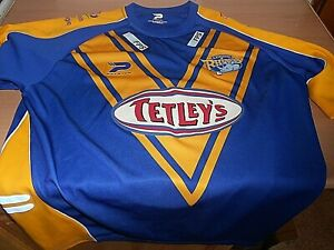 A Vintage  LEEDS RHINOS Rugby Shirt  - Made by Patrick -Size XL