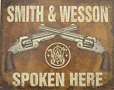 Smith & Wesson spoken here, lamiera SCUDO USA, NUOVO, dimensioni 40x31cm s2740