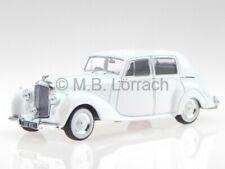 Bentley MK VI 1950 white diecast model car 43033 Triple9 1/43