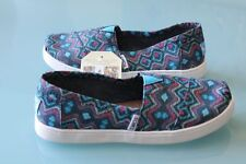 NEW TOMS GIRLS sz 4 y FLATS SHOES CANVAS CLASSIC SLIP ON SNEAKER PRINT NAVY