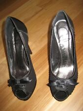 LADIES CUTE BLACK SATIN OPEN TOE STILETTO HIGH HEEL SHOES BY GLAMOUR SIZE 6.5