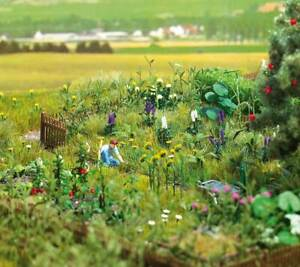Walthers SceneMaster HO Scale Overgrown Vegetable/Flower Garden Kit