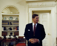 President Ronald Reagan in Oval Office of White House Photo Print