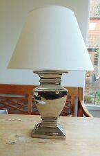 TISCHLAMPE 55cm STOFF LAMPENSCHIRM RUND weiß & SILBERFUSS Keramik  E27 40W. A++