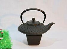 Gusseiserne japanische Teekanne mit Stövchen
