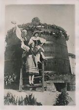 ITALIE c. 1930 -Fête des Vendanges Jeunes Femmes Tonneau Géant Florence- PRM 248