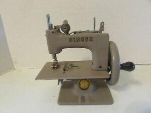Antique SINGER Miniature Toy Sewing Machine Salesman Sample
