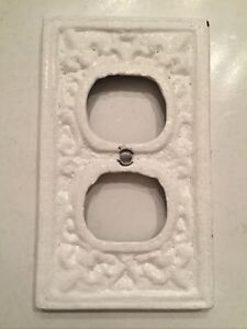 Rustic Cast Iron French Fleur De Lis Outlet Cover Plate Painted - Used BD3