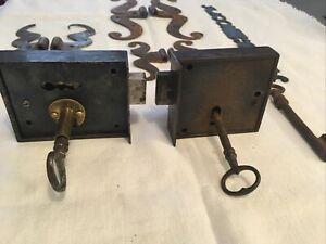Anciennes serrures verrou en fer forgé avec Clés + Ferrures de portes