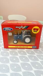 BRITAINS FARM TOYS 42196  FORD 5000 TRACTOR ( NEW IN BOX )