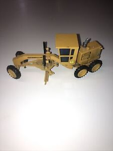 Small Diecast NZG Model LE 12G 1:50 No150 Made In W. Germany Caterpillar grade