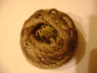 une  boule coton perlé DMC grosseur N° 5 coloris N°640 article 116 nuancier DMC